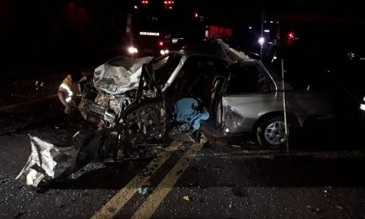 Homens morrem em batida frontal entre carros em rodovia de Avaré