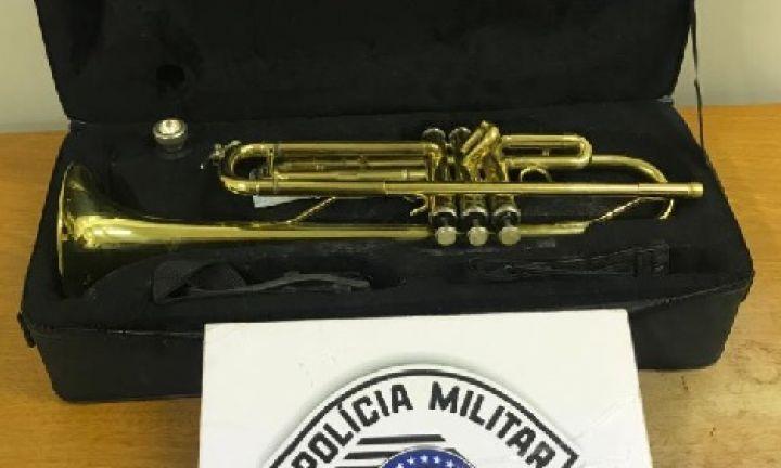 Homem de 29 anos furta trompete para comprar drogas