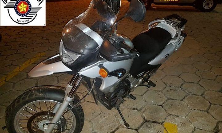 Moto recuperada pela PM estava no bairro Mário Emílio Bannwart