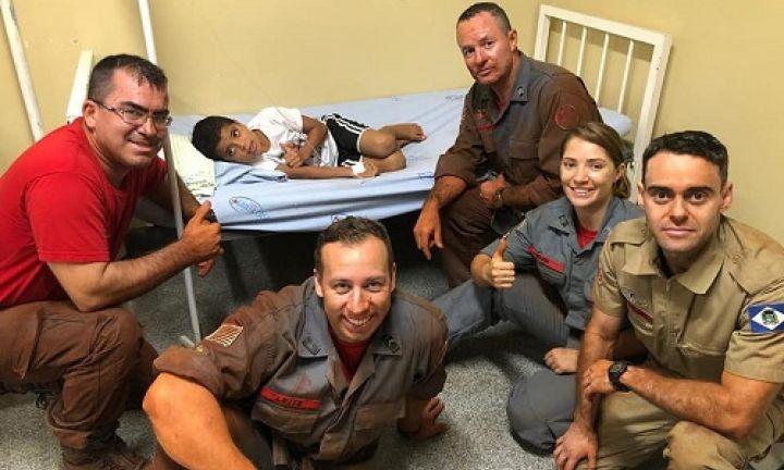 Criança é resgatada de buraco de 3 metros de profundidade