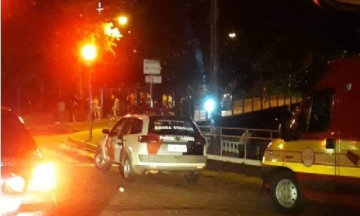Homem não identificado pula de ponte e comete suicídio