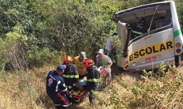 Acidente com ônibus escolar deixa mortos e feridos em Itapeva