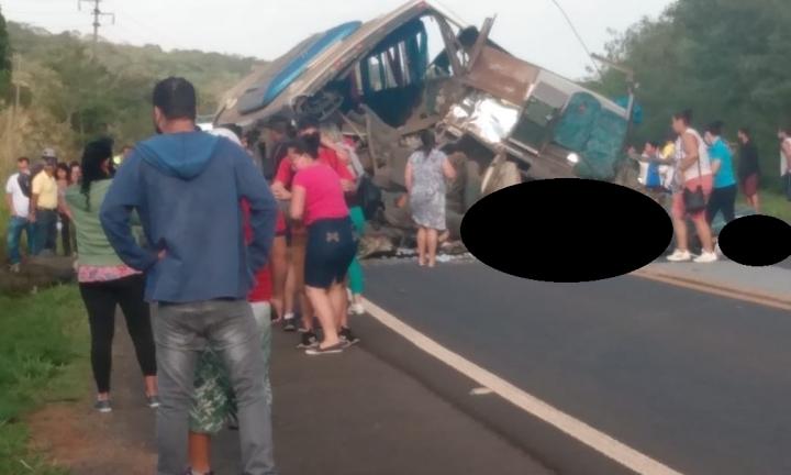 Colisão envolvendo caminhão e ônibus deixa 25 mortos na região