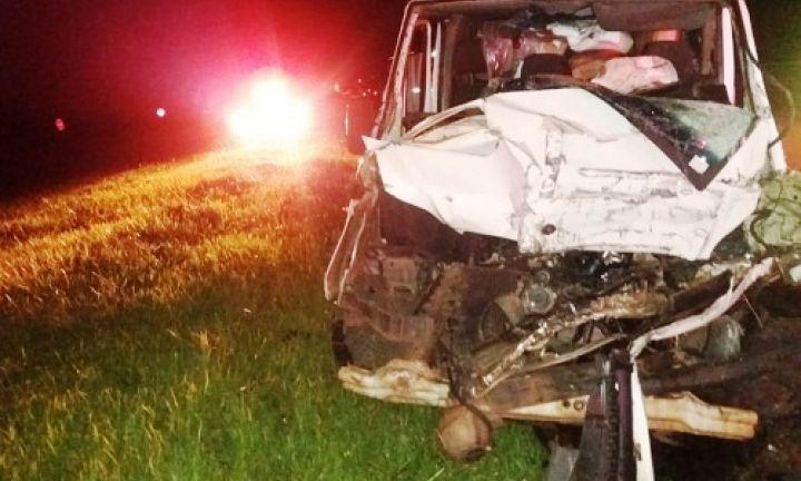 Motorista de Furgão morre ao bater em caminhão em Avaré