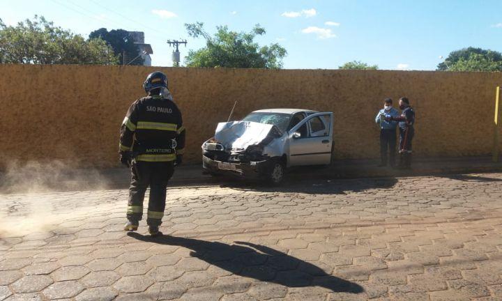 Homem fica ferido ao colidir veículo com ônibus em Avaré