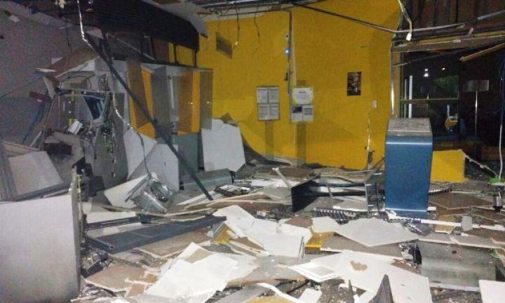 Criminosos explodem caixas eletrônicos de duas agências bancárias em Campos de Holambra