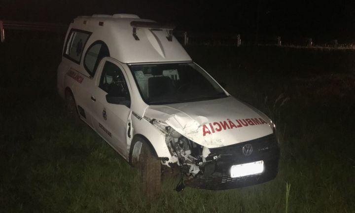Ambulância de Avaré sofre acidente na Castelinho