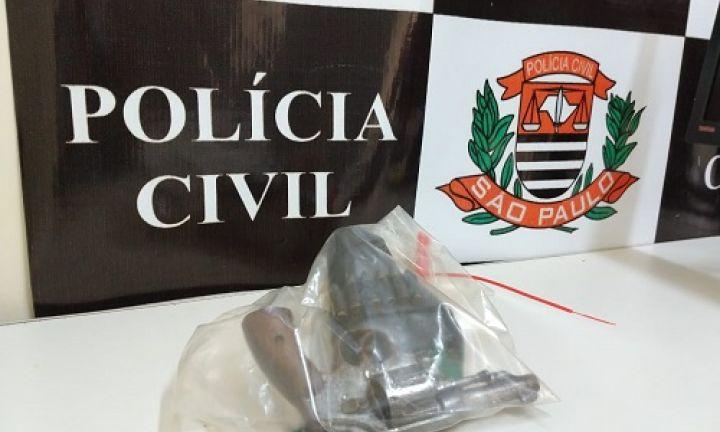 Polícia Civil prende caseiro por posse irregular de arma de fogo