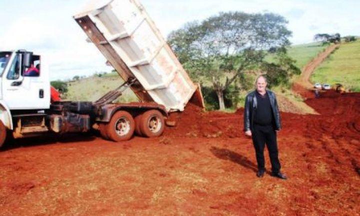 Prefeitura de Cerqueira César faz parceria para obras na zona rural