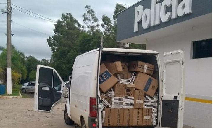 Após motorista tentar fugir, PR apreende 55 mil maços de cigarros em Avaré