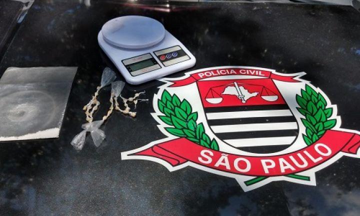 Polícia Civil prende homem por tráfico de drogas no Costa Azul
