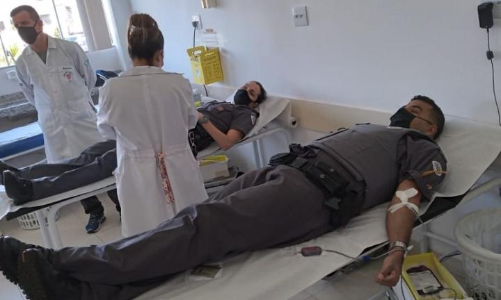 Policiais militares de Avaré doam sangue ao Hemocentro de Botucatu