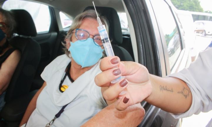 Vacinação de idosos entre 69 e 71 anos tem início na sexta, 26