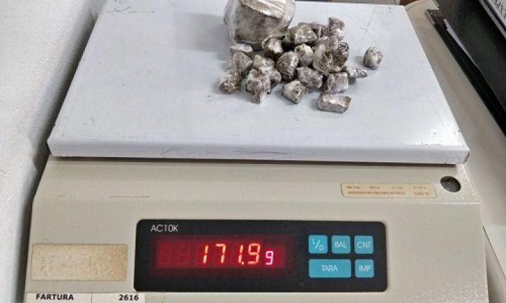Menor é apreendido em operação contra o tráfico de drogas