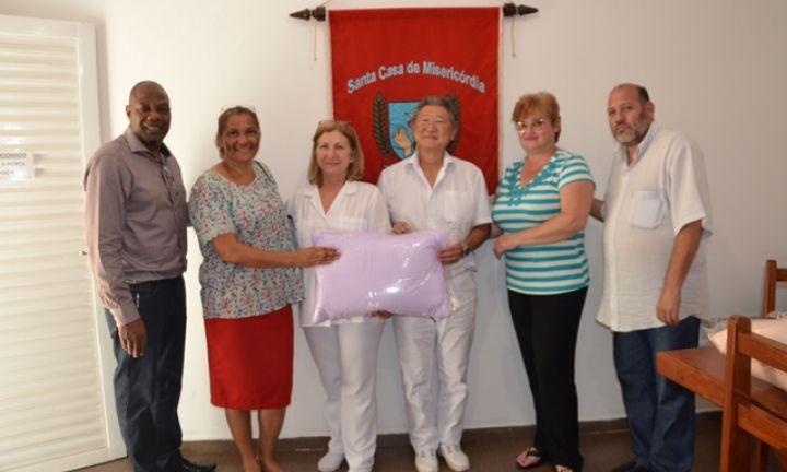 Santa Casa de Cerqueira César recebe doação de travesseiros