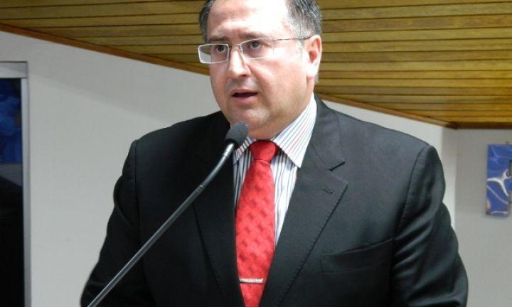 Roberto Araujo cobra dedetização em creche infestada por carrapatos