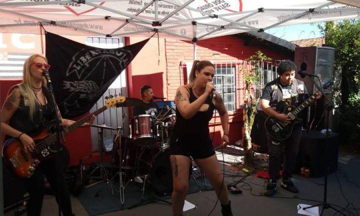 Amigos realizam ação em prol da vocalista da banda Elvyra