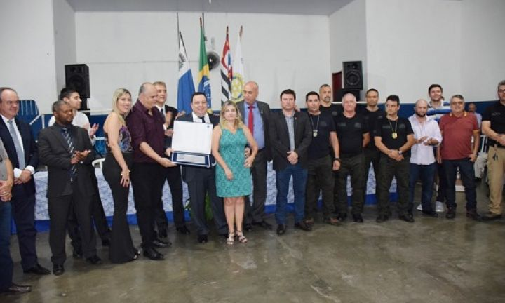 Delegados de Avaré recebem título de cidadãos em Itaporanga