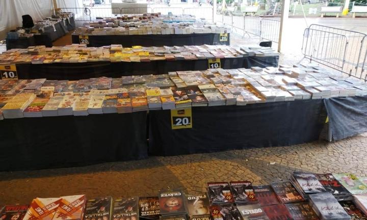 Feira Popular do Livro traz excelentes autores e preços acessíveis