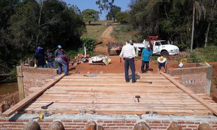 Prefeitura realiza recuperação da Ponte do bairro Três Ranchos