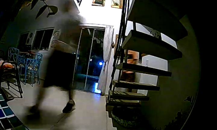Ladrões arrombam e furtam residência no Costa Azul na noite de Natal