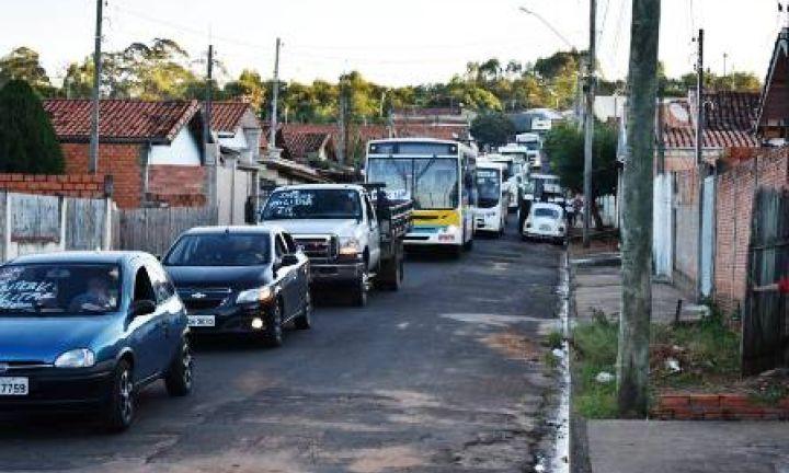 Caminhoneiros recebem apoio da população na região