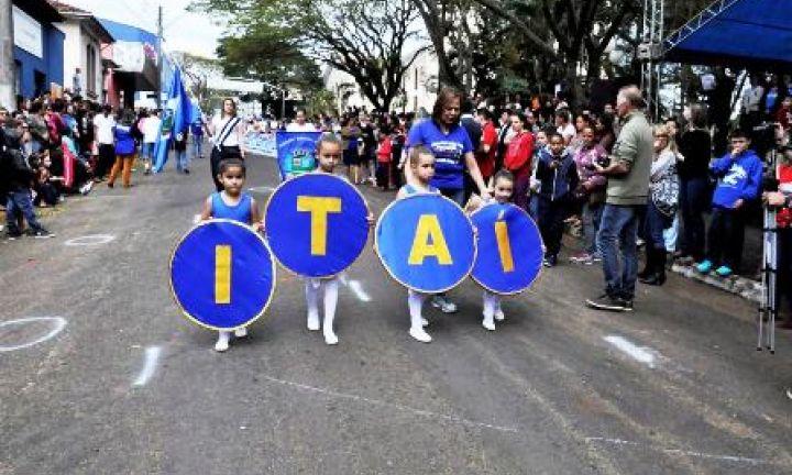 Desfile Cívico marca as comemorações dos 143 anos de Itaí