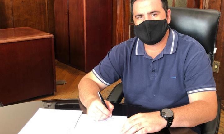 Servidores que estão no grupo de risco se revoltam com decreto do prefeito