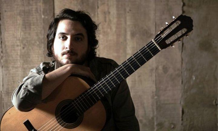 João Camarero, músico criado em Avaré, está no 1º time do violão