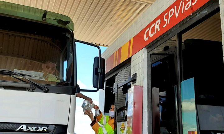 CCR SPVias distribui kits para caminhoneiros em Avaré