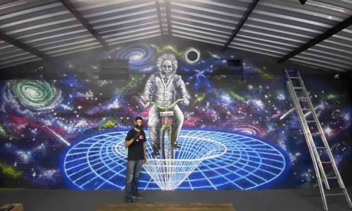 Colégio Einsten exibe a maior obra do artista Leal