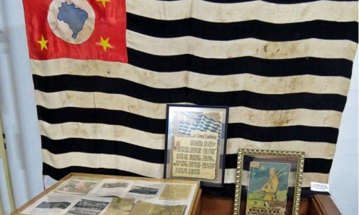Mostra da Revolução de 1932 atrai estudantes ao CAIC