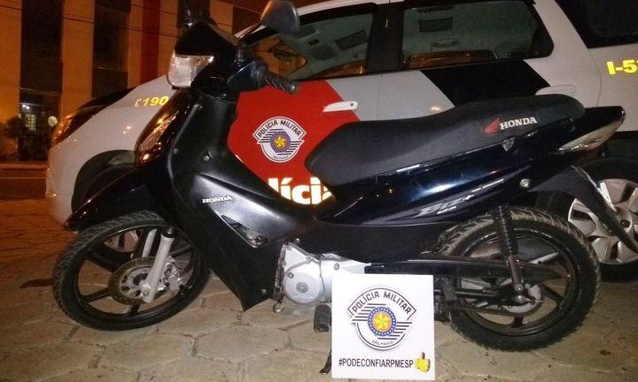 Polícia Militar recupera moto furtada e prende autor do crime