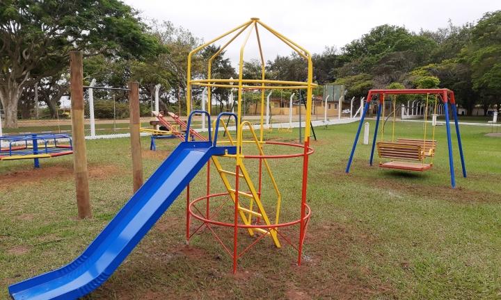 Camping Municipal ganha novo parquinho infantil