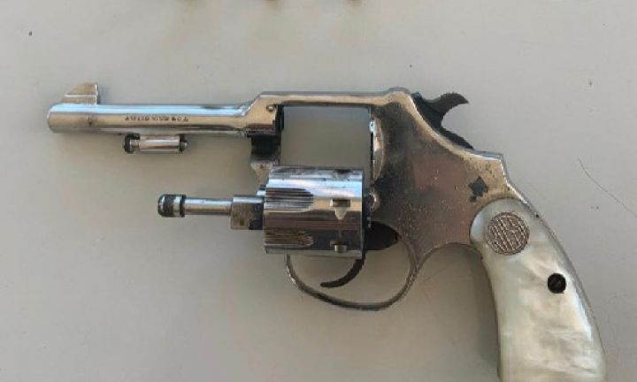 Homem é preso por porte de ilegal de arma de fogo e violência doméstica