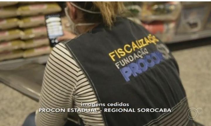 Procon notifica supermercados por vender itens com preços abusivos