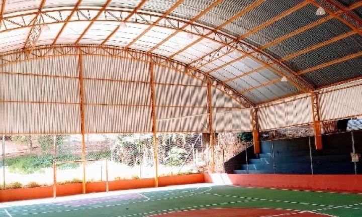 Prefeitura finaliza cobertura na quadra da Vila Esperança