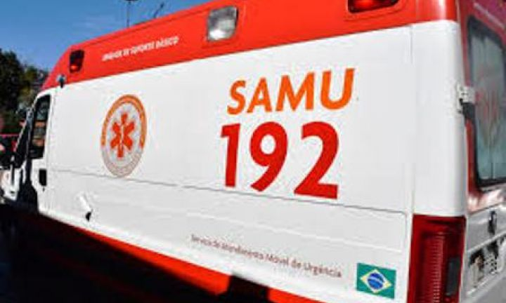 Ambulância do Samu se envolve em acidente