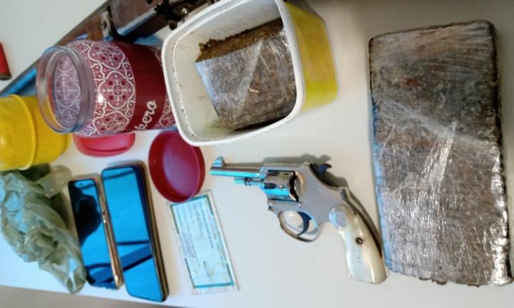 Ação conjunta das Polícias termina com prisão e apreensão de drogas e armas