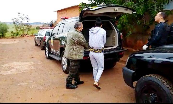 Três são presos pela Polícia Civil por roubo em confecção