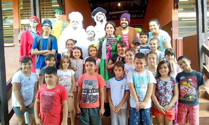 Peça infantil foi apresentada na EMEF José Ferezin em Arandu