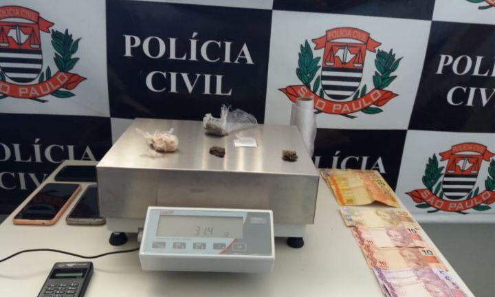 Irmãos de 24 e 21 anos são presos por tráfico de drogas