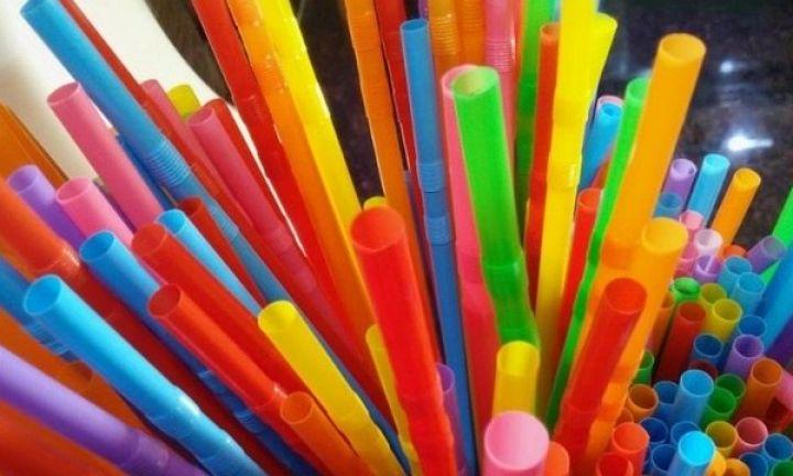 Lei proíbe fornecimento de canudinhos de plástico em bares, padarias e restaurantes