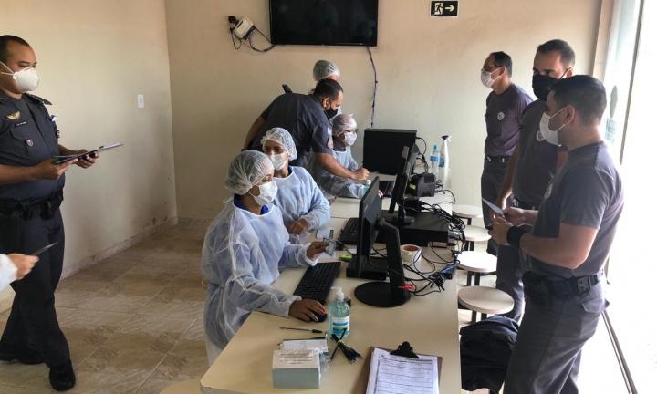 Profissionais da Segurança Pública estão sendo vacinados no 53º Batalhão