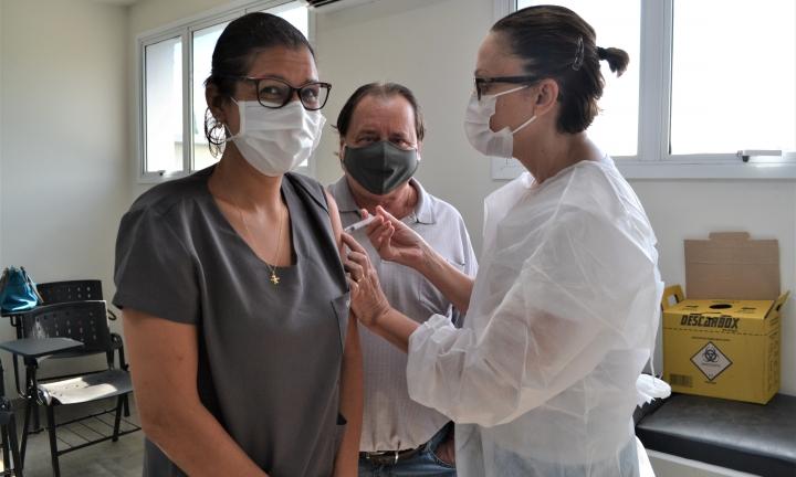 Mais de 2300 profissionais da saúde receberam vacina contra a Covid-19 em Avaré
