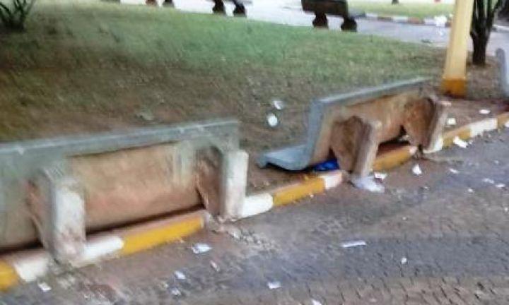População reclama de vandalismo no Largo Santa Cruz