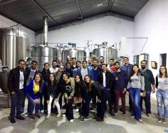 Universitários da Eduvale visitam a Cervejaria 014