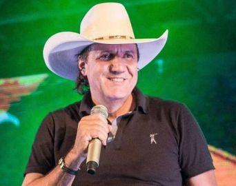Sertanejo Juliano Cezar morre durante show no Paraná