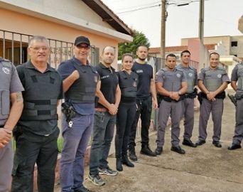 Policiais civis e militares realizam operação contra o tráfico de drogas