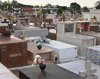 Cerca de 15 mil pessoas devem passar pelo cemitério municipal